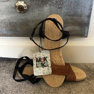 FINAL $: Muk Luk Wrap Around Sandals New Size 10